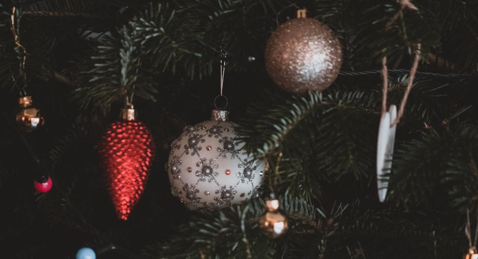 Kerstballen in de kerstboom